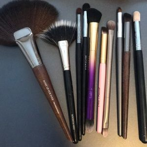 Variety pack of high quality makeup brushes